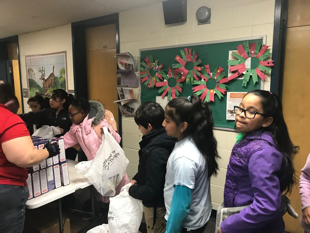 amesse elementary kids packing food for food for thought denver